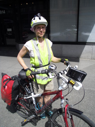 Heather McAuliffe with her pollution-sniffing instruments mounted on her bike. Photo from McAuliffe.